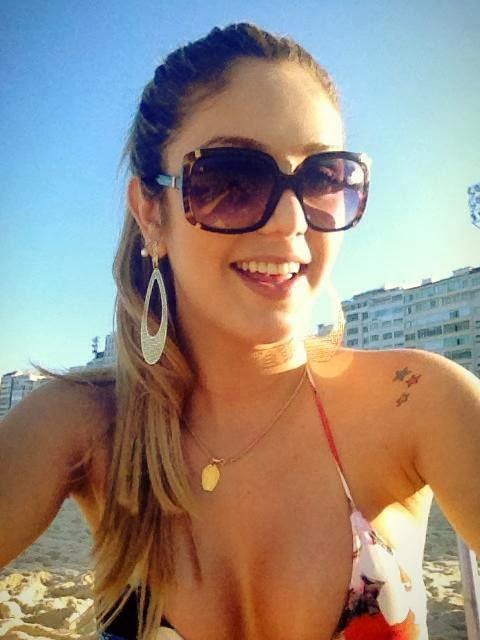 Travesti Isabelle Coimbra na praia