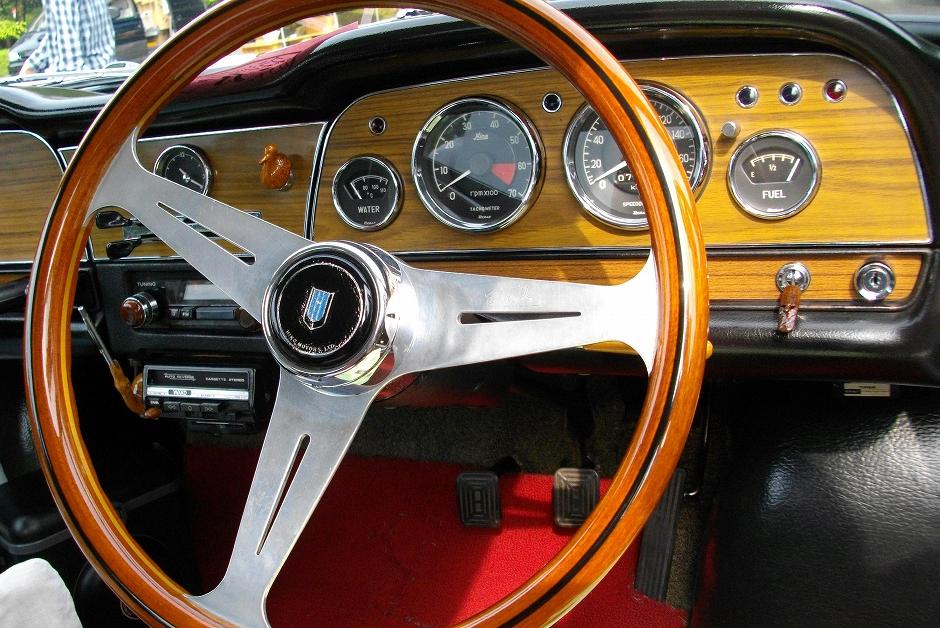 Hino Contessa, PD, 1300, interior, wnętrze, drewno, klasyczne, stare, dawne samochody, nostalgic