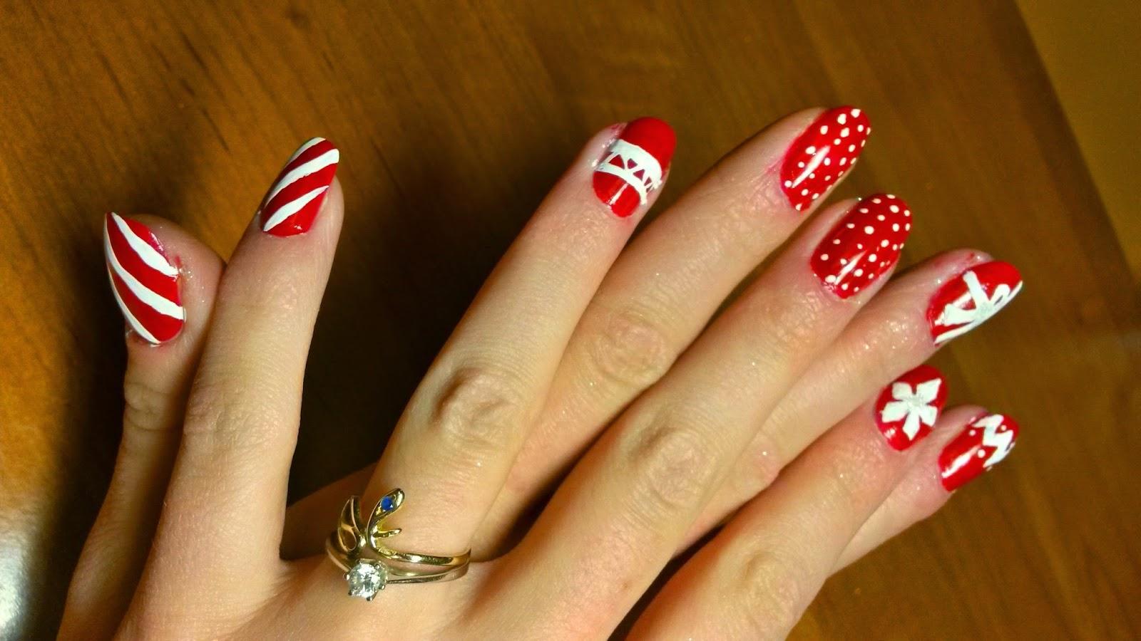Stylish Blonde Xmas Nails Paznokcie W świąteczne Wzorki