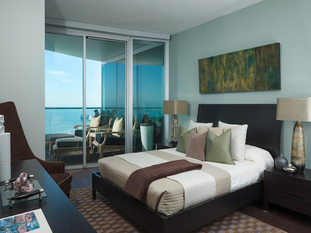 Picture of another contemporary bedroom with the balcony
