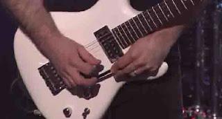 memperbaikiUp Down Gitar Listrik Yang Selalu Fals