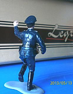 Раскрашенный солдатик - немецкий офицер с пистолетом