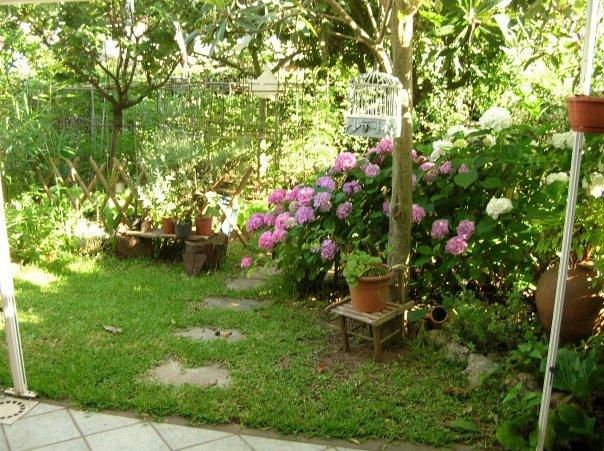La donna in corriera una bella novit for Piccoli giardini fioriti