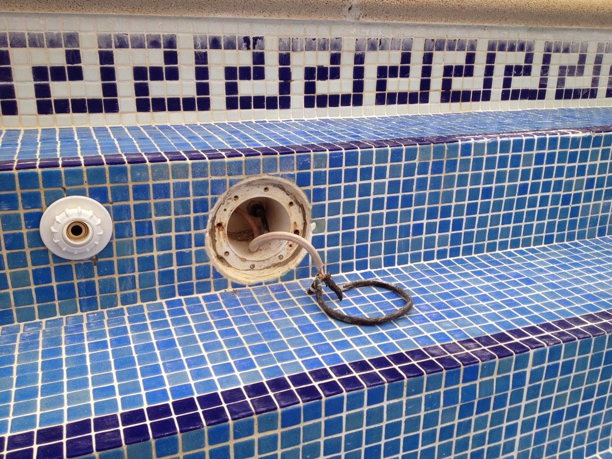 Casa zarzal luces de piscina for Luces para piscinas sin instalacion