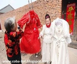 Wanita gaun pengantin