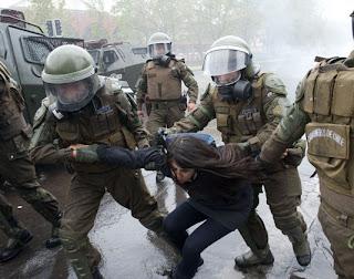 la+proxima+guerra+arrestos+protestas+estudiantiles+chile+gases+lacrimogenos