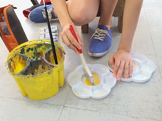 横浜美術学院の中学生教室 美術クラブ アクリルで描く「静物着彩」1