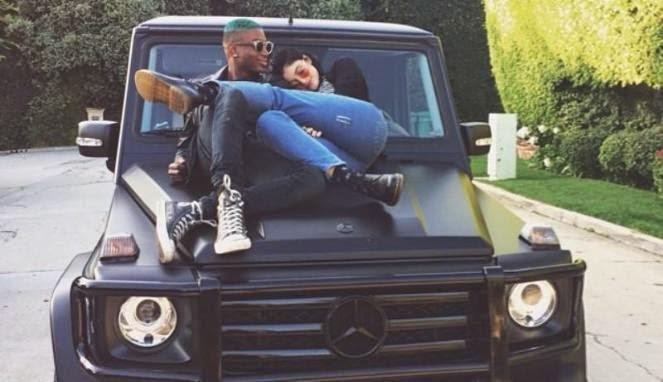 Indehoi di Atas Jeep, Adik Kim Kardashian Panen Kecaman