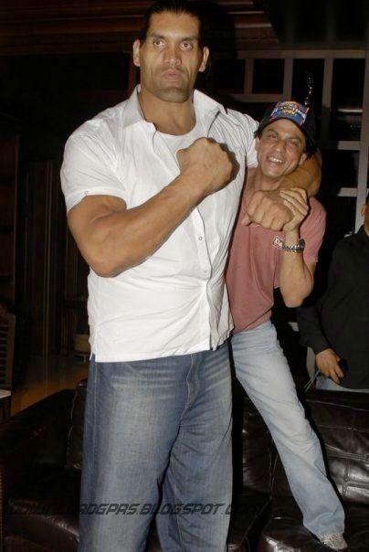 sharukh khan with wwe superstar great khali pics