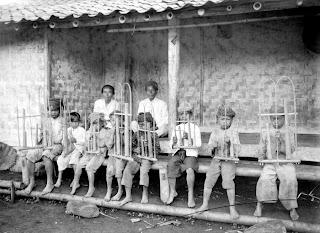 gambar alat musik angklung