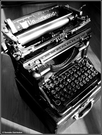 Maquina de escribir marca Underwood , años 60  .