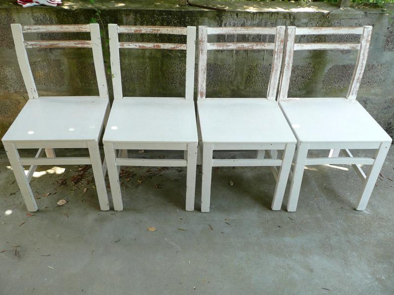 Decomondo decorazione come logorare ed invecchiare delle for Sedie di legno bianche
