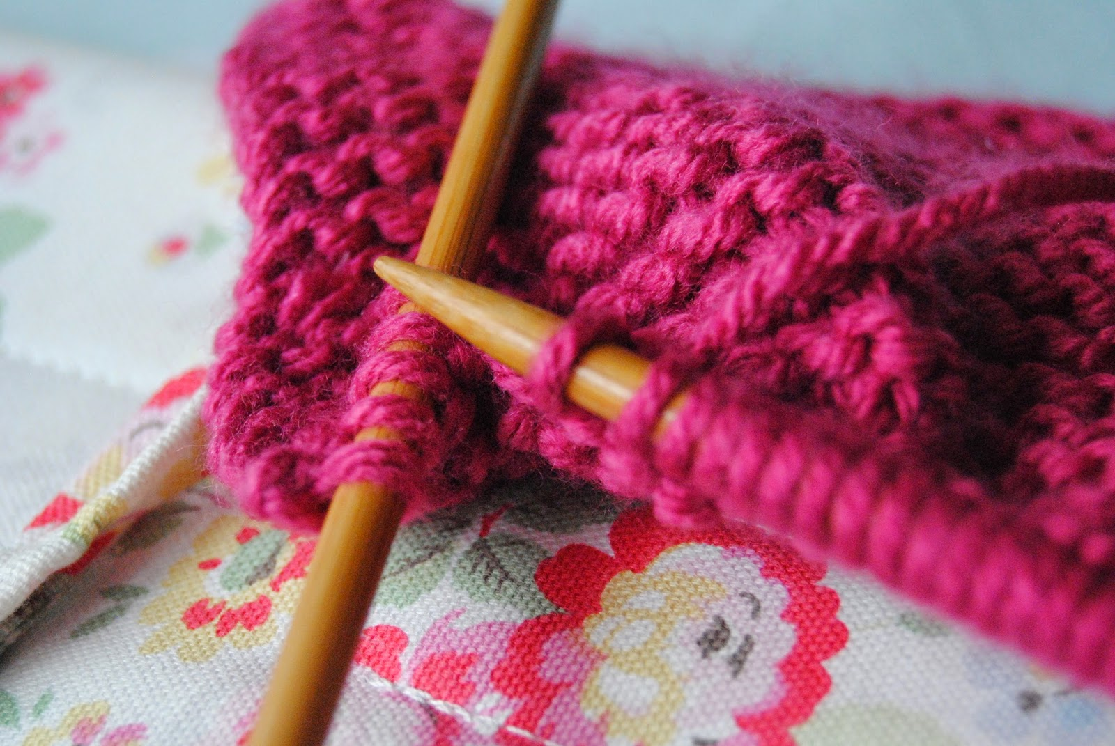 knitting projects for beginners Beginner knitting patterns always wanted to, but never quite found the time there are no more excuses with our free and easy beginner patterns.