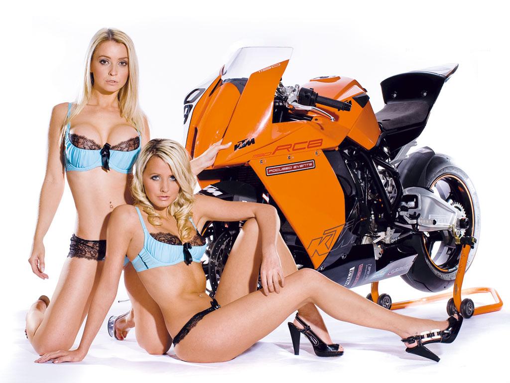 http://3.bp.blogspot.com/-usK3QsGpirc/T066UmAGIiI/AAAAAAAAApc/5z8pHU5WHtM/s1600/matching-blondes.jpg