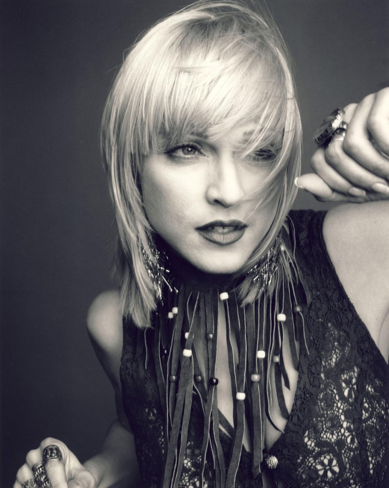 http://3.bp.blogspot.com/-us_K42LKtEU/T1XMLfbUmRI/AAAAAAAABVE/-hzWDe8Pjtw/s1600/Madonna-Looking-Cool-and-Effortless-As-Always.jpg