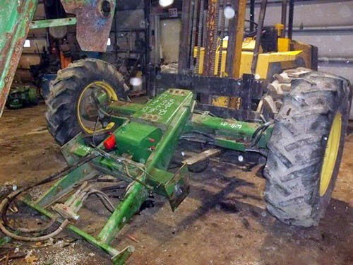 John Deere 7720 rear wheel assist