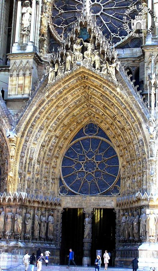 la medievale reims 51 vierge 224 l enfant du portail de la fa 231 ade la cath 233 drale notre dame