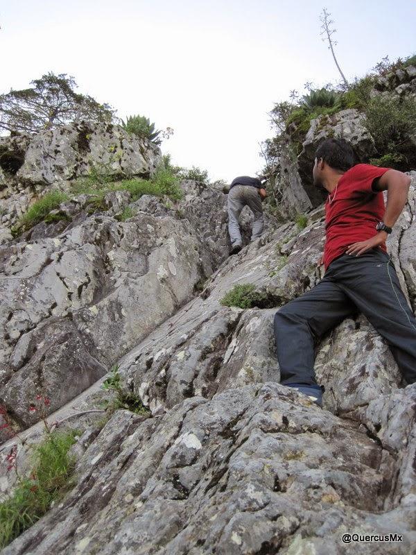 Escalando la Tetilla, segunda pared con cuerda Volcán de Tequila