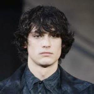 model rambut keriting untuk pria 2015