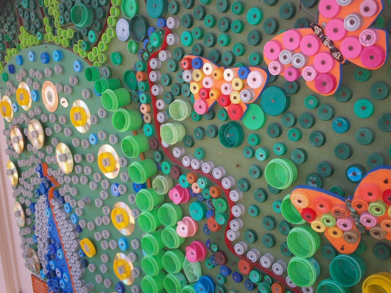 Art with mr e bottle cap art at the cincinnati zoo for Bottle cap mural