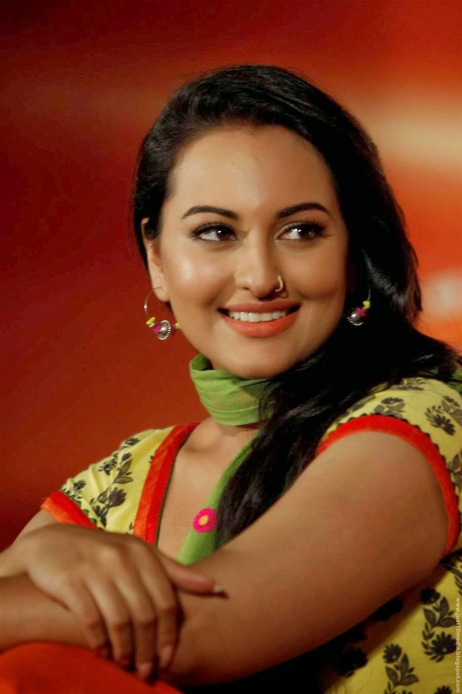actress sonakshi sinha profile biography photos just 10 media