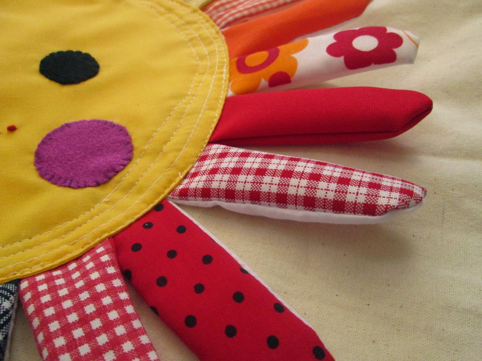 cojin sol colorido hecho a mano