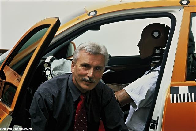 """Mercedes-Benz Sicherheitsingenieur Karl-Heinz Baumann, """"Geistiger Vater"""" des PRE-SAFE-Systems"""