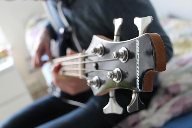 Bermain Bass