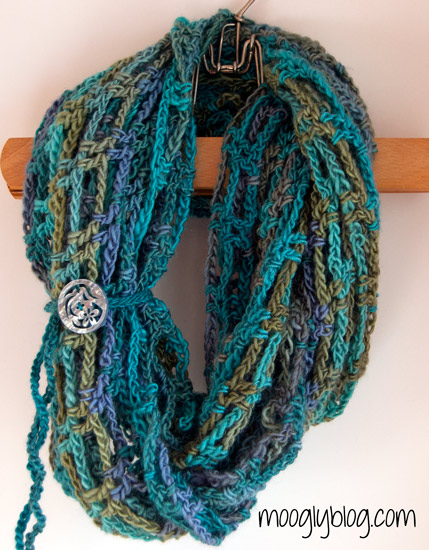 Free Crochet Infinity Scarf Patterns With Buttons : Fiber Flux: Buttons! 50+ Free Crochet Patterns...
