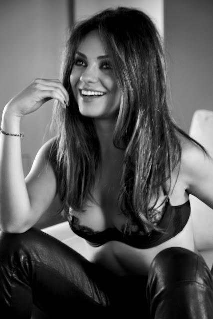 Fotos sensuais de Mila Kunis em lingerie