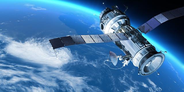 كيف لا يسقط القمر الصناعي عندما يكون في الفضاء؟ o-SATELLITE-facebook
