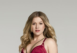 Kelly Clarkson Hot