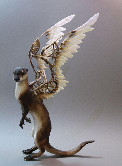 Ellen Jewett CreaturesFromEl deviantart esculturas surreais mixed animais Asas mecânicas