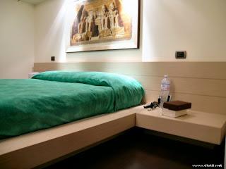 dormitorio matrimonial con mesitas de noche