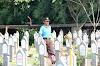 Petugas Makam di Taman Makam Pahlawan Bintaro