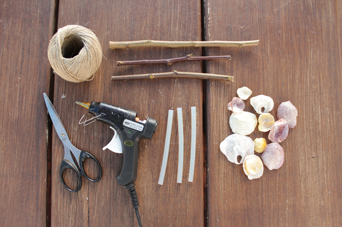 Diy seashell wind chime goodbye summer curly made for Shell wind chimes diy