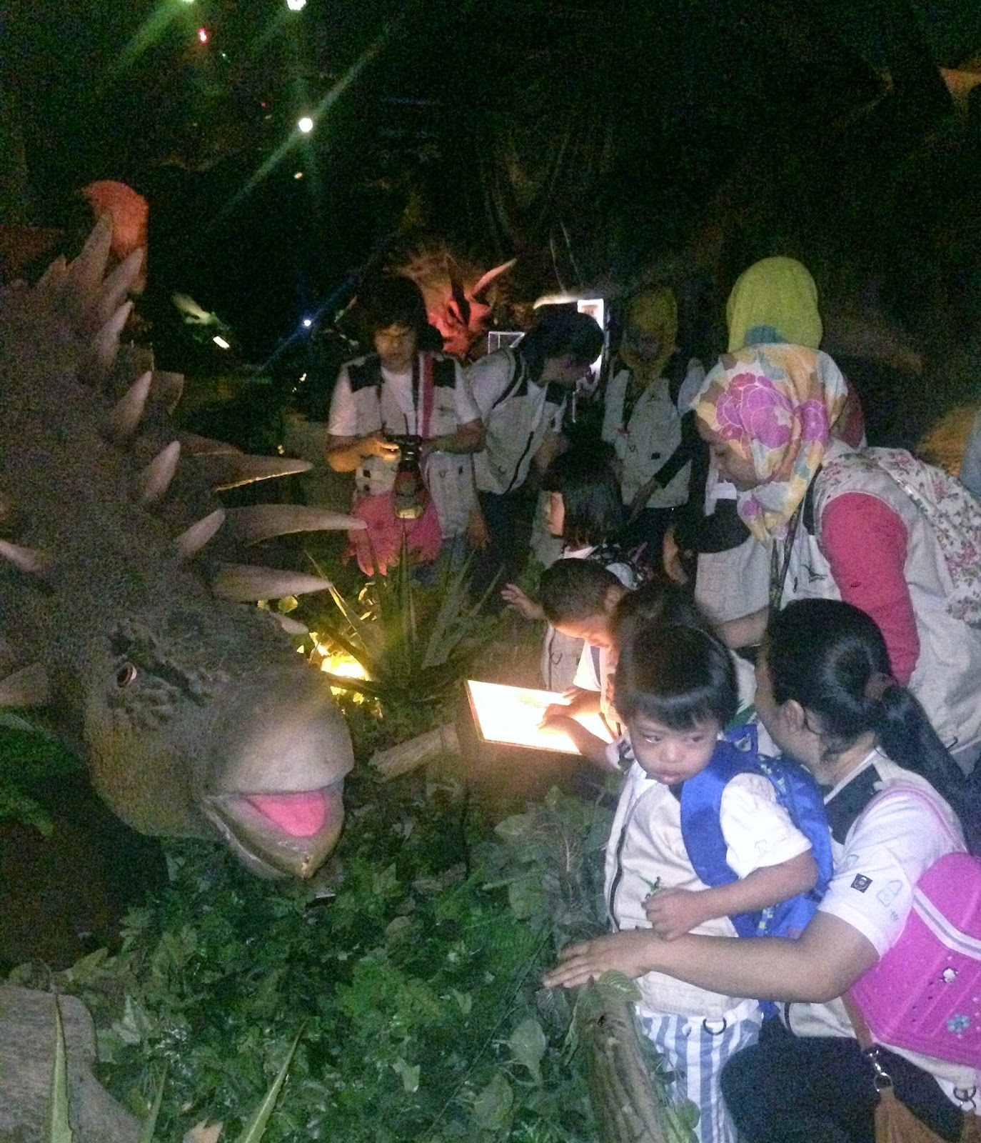 At The Exhibition The Children Were Decked In Paleontologist Vests With Radio Frequency Identification rfid Tags And Maps In Hand To Navigate The Dino Malaysian Foodie Dinoscovery By Dinosaurs Live Hosts Special Trip Back In Time For