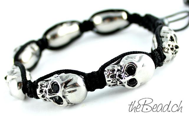 Armband mit Totenköpfen Skulls aus Metall mit Black Eyed