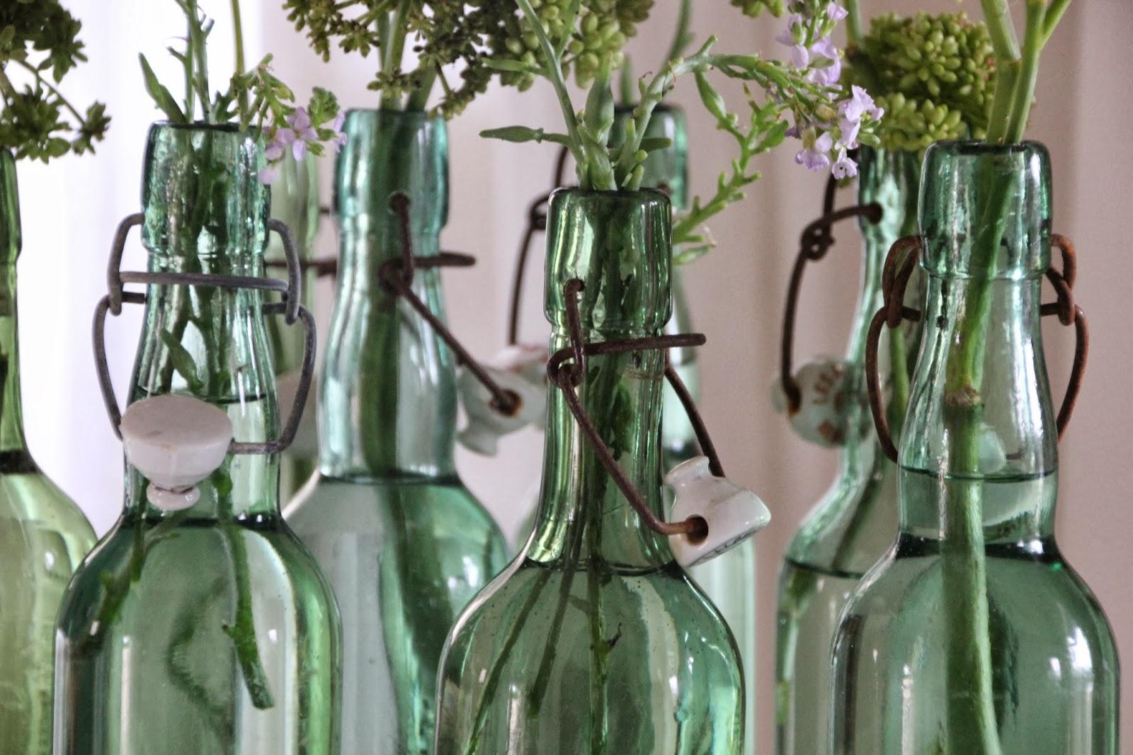 regardsetmaisons un bouquet de bouteilles home. Black Bedroom Furniture Sets. Home Design Ideas