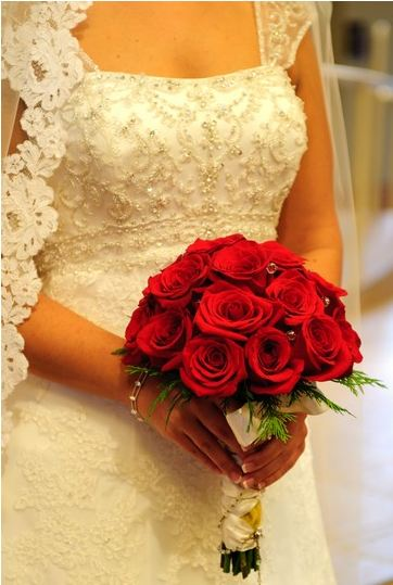 St louis wedding liaison blog silk flowers vs real flowers ultimately choosing silk or real flowers comes down to cost durability appearance and convenience to help make the decision easier here are the mightylinksfo Gallery