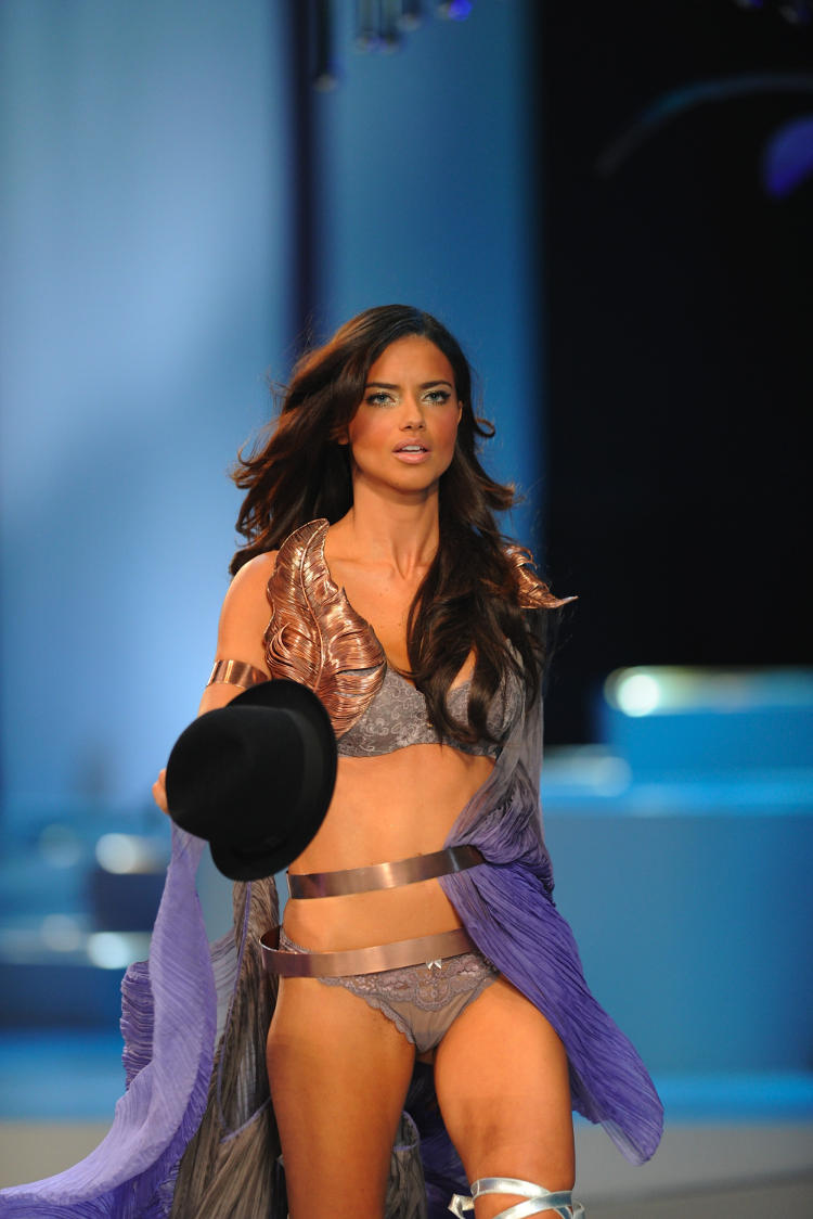 Victoria Secrets Sexy Models Fashion Show Pics
