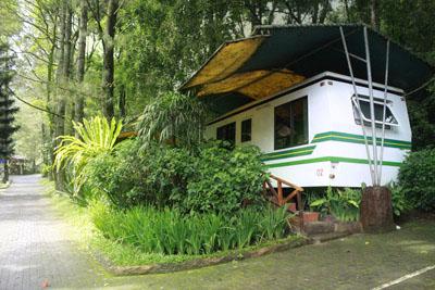 Ingin merasakan menginap di Caravan?Coba saja Caravan Taman Safari ...