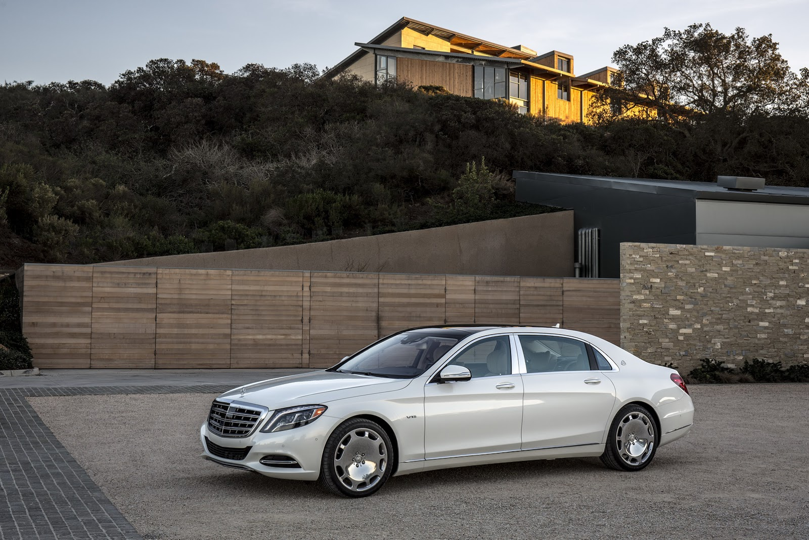 Maxresdefault also Scaldarsi Emperor I Mercedes Maybach S furthermore  in addition Mercedes Benz Maybach Wrap In Frozen Grey likewise Mercedes Benz Cl Coupe Wallpaper. on mercedes s600 v12 coupe