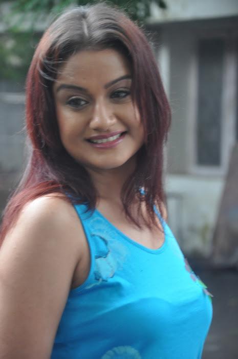 sonia agarwal new spicy actress pics