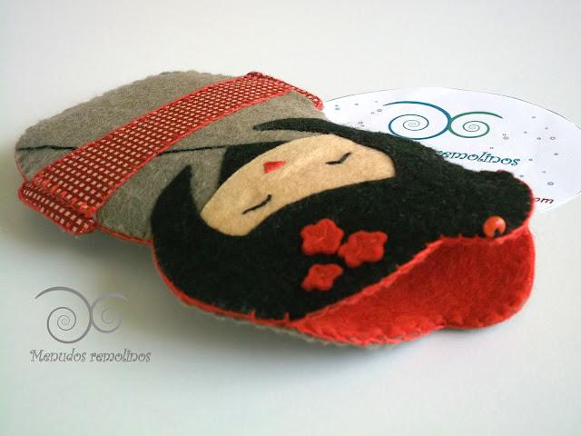 Funda para móvil Kokeshi Roja