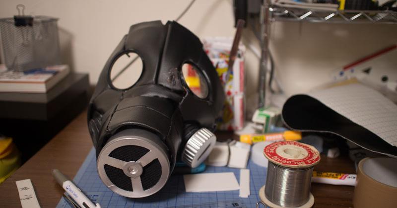 漫画『ドロヘドロ』のカイマンガスマスクを自作しています。