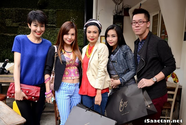 Some of the beautiful people, guests posing with Wan Sariah Wan Jaafar, Founder and Designer of Tsar