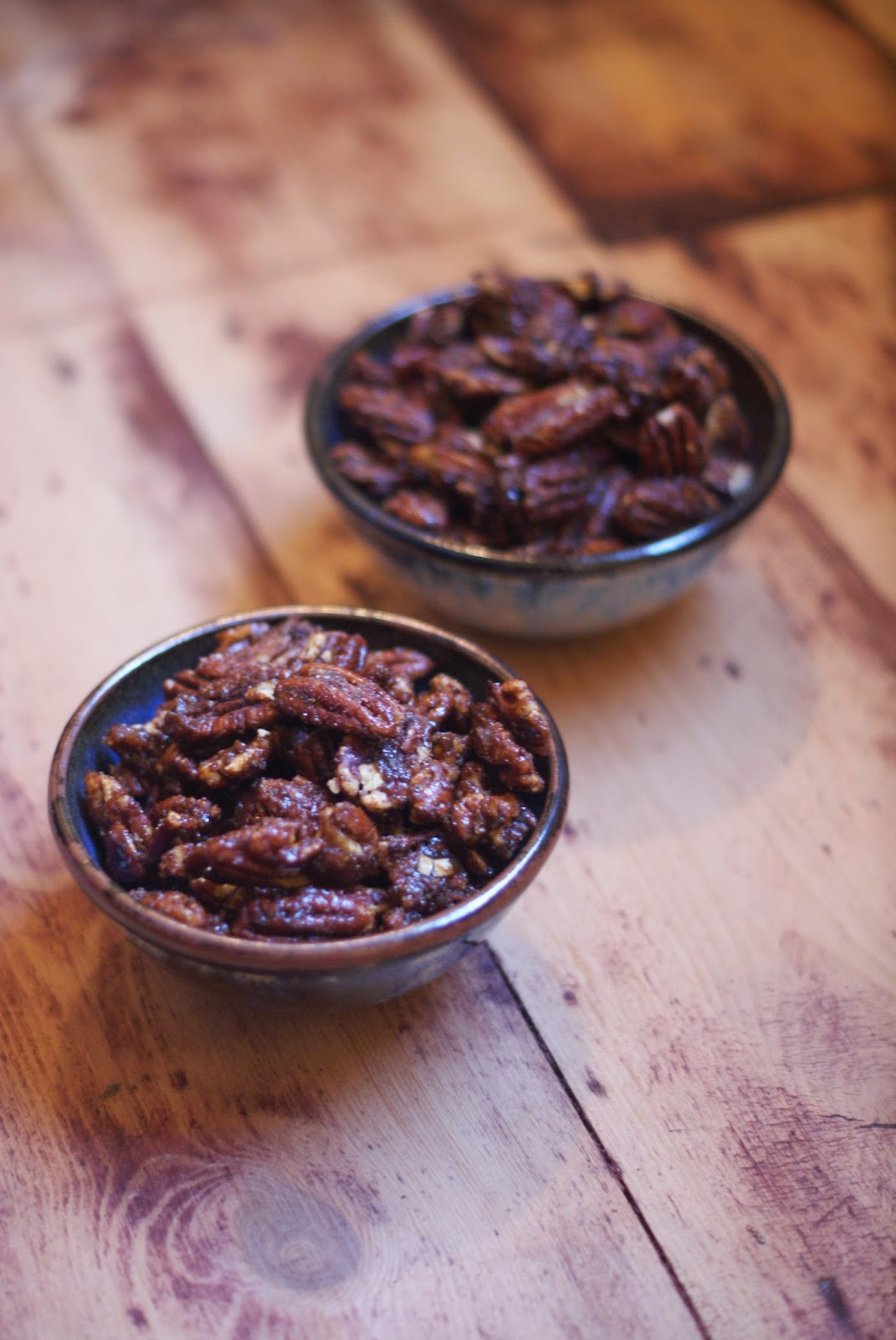 caramalized pecans in bowl