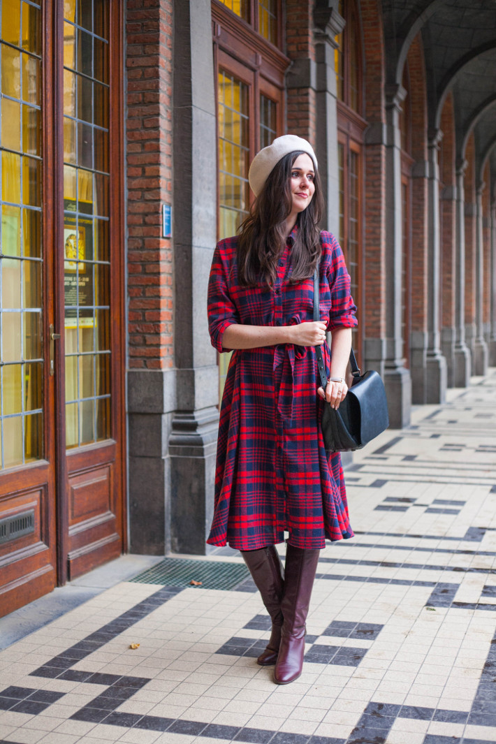 Outfit: retro in plaid midi dress and beret