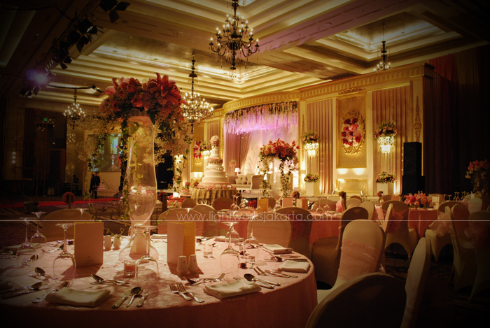 Ballroom lighting pic ballroom kempinski jakarta for Ball room decoration